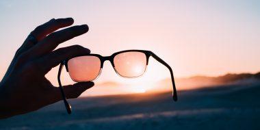 Come togliere i graffi dagli occhiali da sole