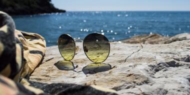 Occhiali da sole estate 2019: tendenze e abbinamenti per la spiaggia